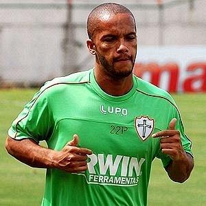 Meia Michael assinou com a Portuguesa e já realizou treinos físicos (24/01/2012)