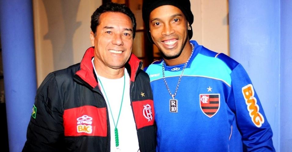 Vanderlei Luxemburgo e Ronaldinho Gaúcho posam para foto em Sucre, na Bolívia