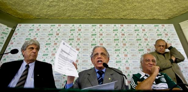 """Corcione (esq.) foi acusado de """"sumir"""" com dinheiro do Palmeiras - Adriano Vizoni/Folhapress"""