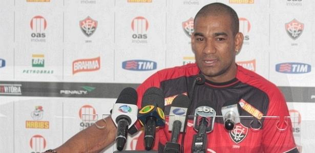 Zagueiro Rodrigo é apresentado como novo jogador do Vitória (27/01/2012)