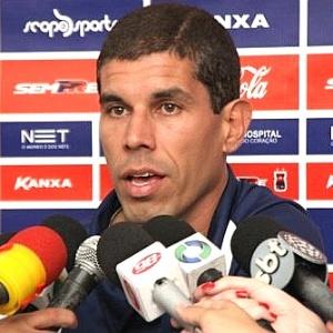 Técnico Ricardinho, do Paraná, concede entrevista coletiva (26/01/2012)