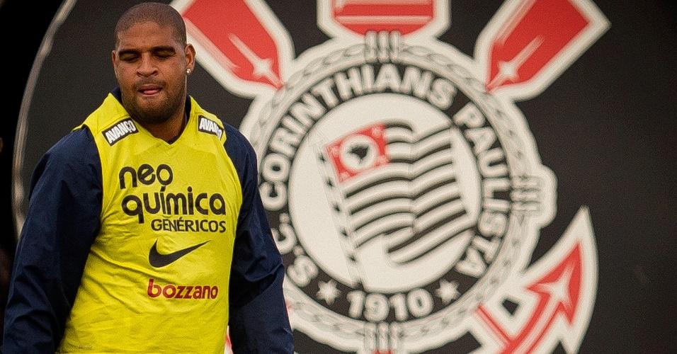 Tite diz que Adriano já perdeu alguns quilogramas neste início de 2012 (31/1/2012)