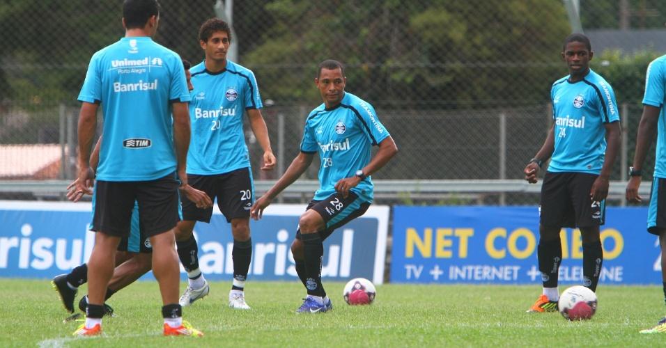 Gilberto Silva volta aos treinos normais e pode jogar Gre-Nal (03/02/2012)