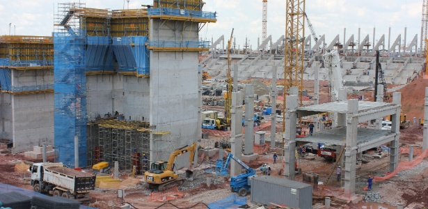 Em fevereiro, teve início a construção das lajes do edifício oeste do estádio