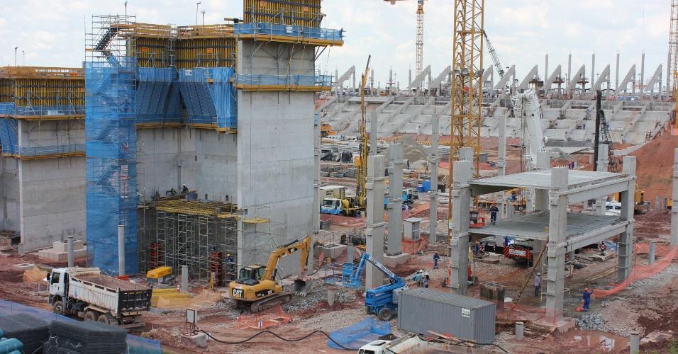 No dia 3 de fevereiro de 2012, teve início a construção das lajes do edício oeste do Itaquerão