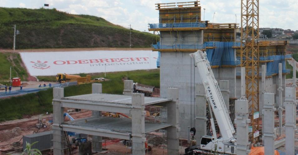 No dia 3 de fevereiro de 2012, teve início a construção das lajes no edifício oeste do Itaquerão