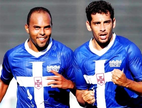 Alecsandro e Diego Souza comemoram o primeiro gol do Vasco na vitória sobre o Friburguense