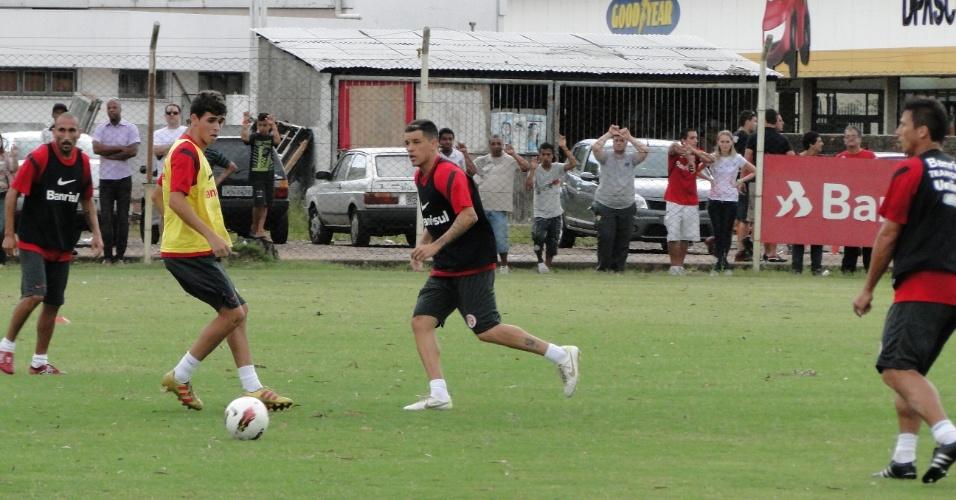 Guiñazu, Oscar e D'Alessandro no treino do Inter nesta terça-feira no estádio Beira-Rio (06/02/2012)