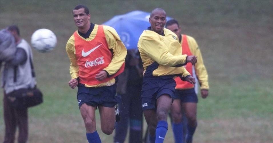 Zé Roberto e Rivaldo durante treinamento da seleção brasileira na Granja Comary em 1999
