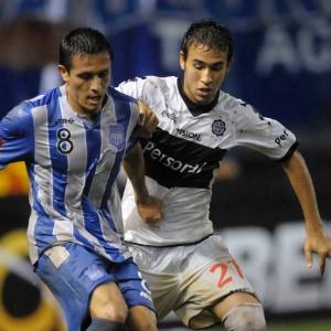 Atlético-MG possui 20% dos direitos econômicos de Fabio Caballero (de branco), do Olimpia