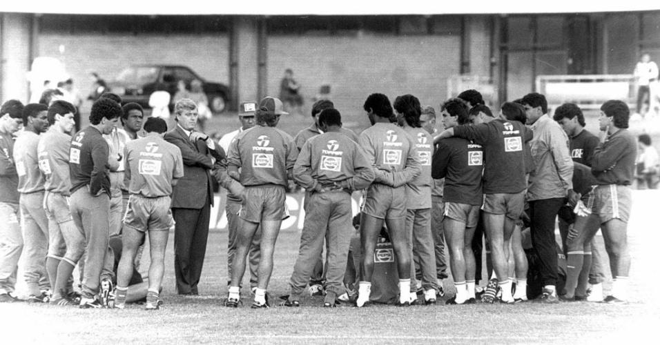 Ricardo Teixeira discute patrocínio com elenco que disputou a Copa do Mundo de 1990