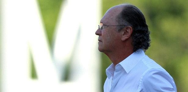 Falcão observa o Bahia durante partida contra o Vitória, no estádio de Pituaçu (12/02/2012)