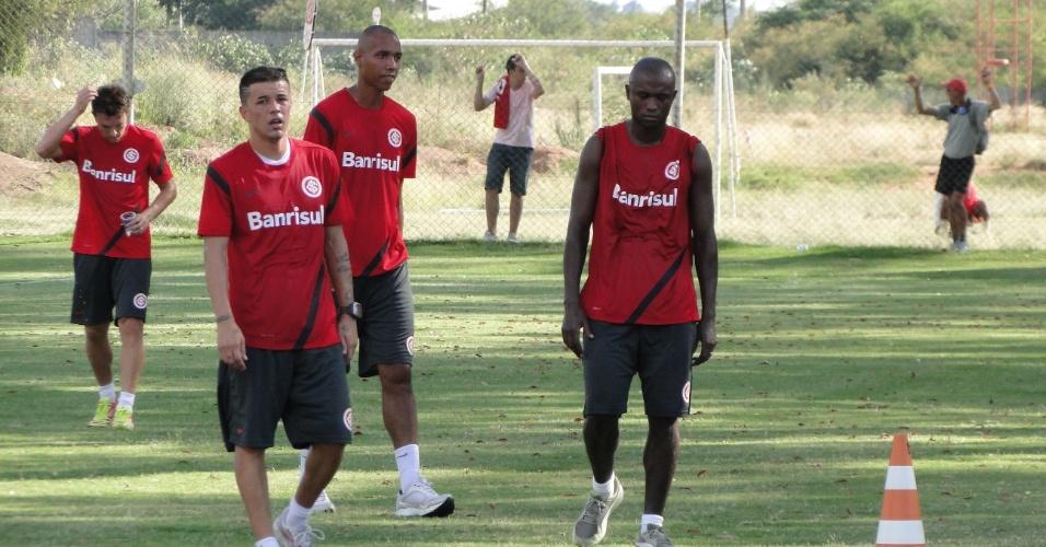 Dagoberto, D'Alessandro, Muller e Kleber durante treino físico sob forte calor (16/02/2012)