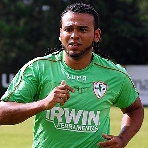 Meia Diego Souza acertou contrato com a Portuguesa até 2013