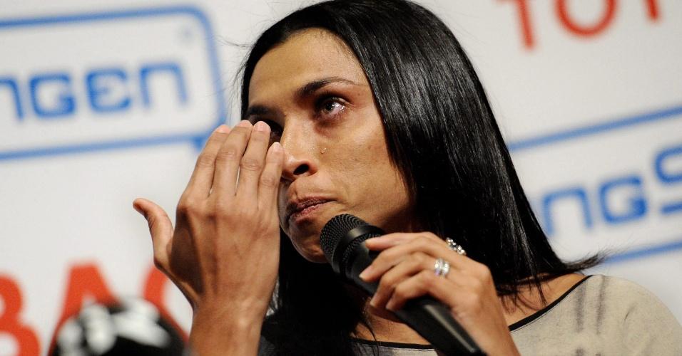 Marta chora ao ser apresentada como nova jogadora do Tyreso (22/02/2012)