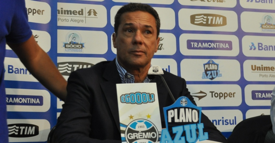 Vanderlei Luxemburgo concede entrevista como treinador do Grêmio
