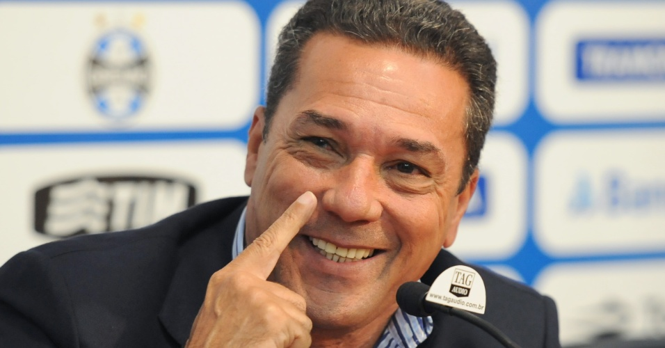 Vanderlei Luxemburgo em entrevista coletiva pelo Grêmio