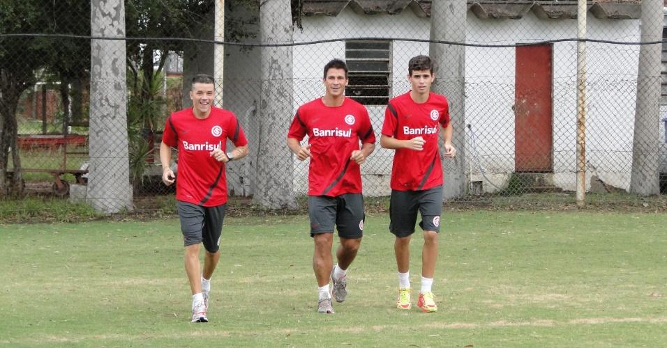 D'Alessandro, Índio e Oscar, do Inter, treinam fisicamente no estádio Beira-Rio (24/02/2012)