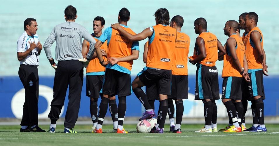 Luxemburgo mantém time do Grêmio em treinamento (24/02/2012)
