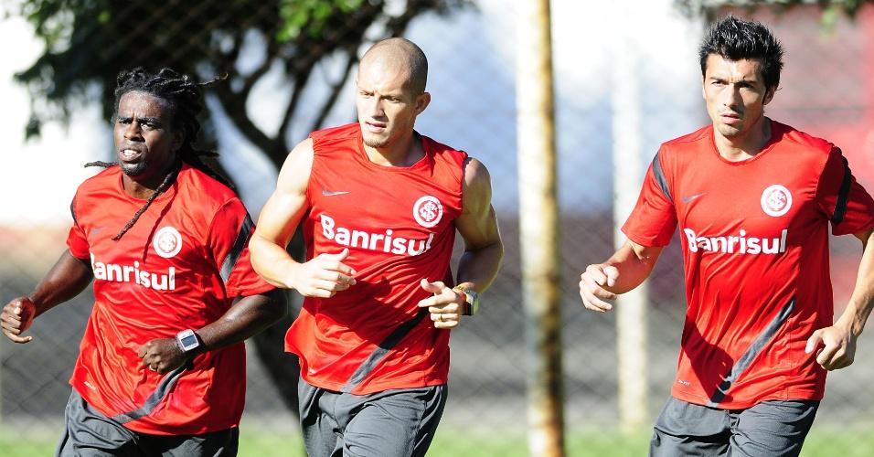 Tinga, Nei e Dátolo realizam trabalhos com a preparação física do Inter (27/02/2012)