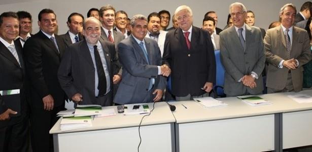 Ricardo Teixeira recebe apoio de presidentes de federações estaduais na CBF