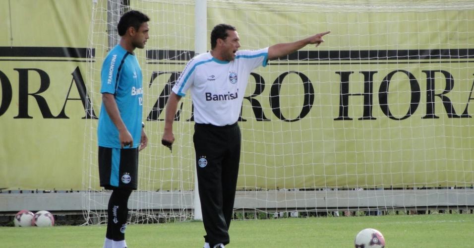Técnico Vanderlei Luxemburgo durante treino do Grêmio no suplementar do Olímpico (02/03/2012)