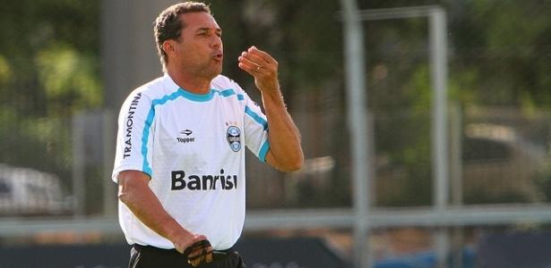 Vanderlei Luxemburgo em treinamento do Grêmio (02/03/2012)