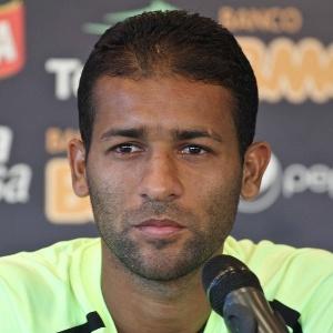 Pierre diz que ano passado Atlético iniciava o jogo na frente, mas não vencia, e vê time amadurecido em 2012
