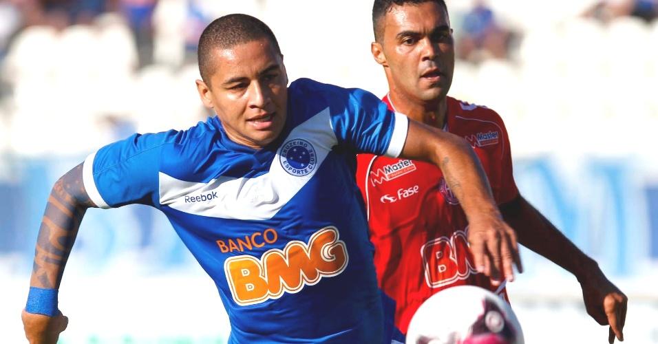 Wellington Paulista durante vitória do Cruzeiro sobre o América-TO (3/3/2012)