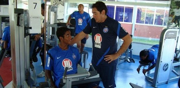 Gabriel realiza trabalho de musculação durante a reapresentação do elenco do Bahia (05/03/2012)