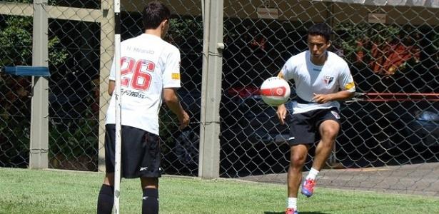 Jadson treinou com os companheiros nesta terça-feira; ele não embarcou para o Pará para a estreia da Copa do Brasil