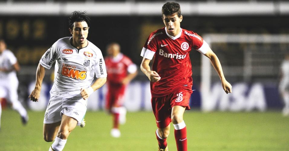 Oscar em ação no jogo Santos x Internacional, na Vila Belmiro (07/03/12)