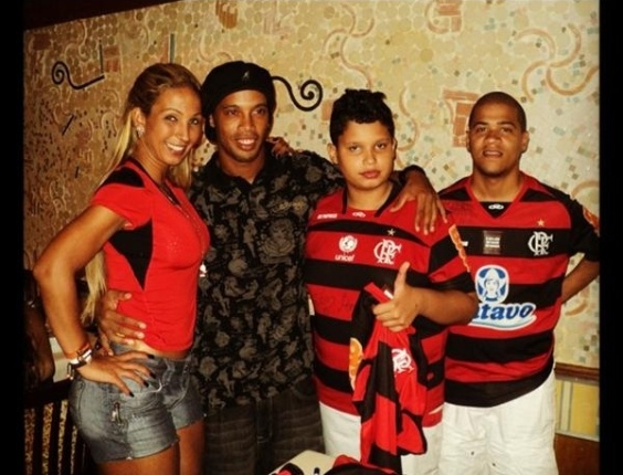 Ronaldinho comemorou a vitória do Flamengo em uma churrascaria