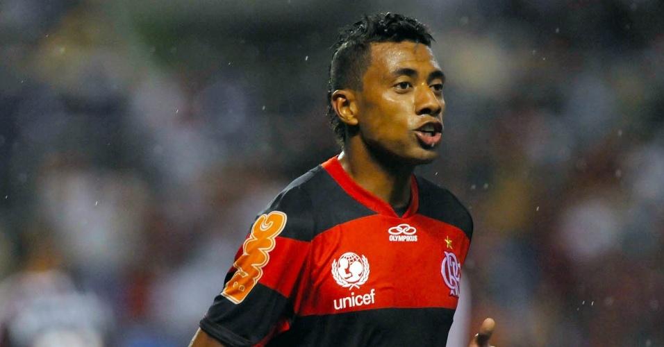 Kleberson disputa clássico contra o Fluminense, no Engenhão (11/03/2012)