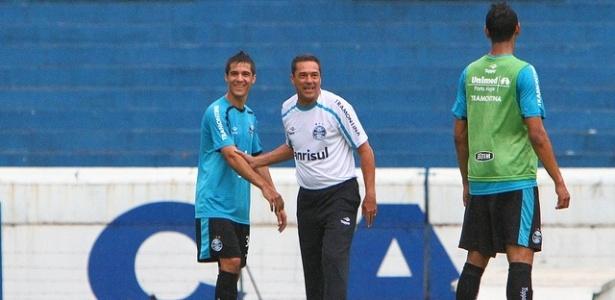 Bertoglio é orientado por Vanderlei Luxemburgo em treinamento do Grêmio (14/03/2012)