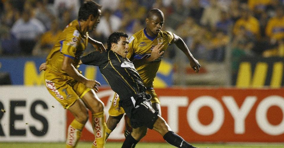 Corinthians, de Carlitos Tevez, perde para o Tigres, no México, pela Libertadores de 2006