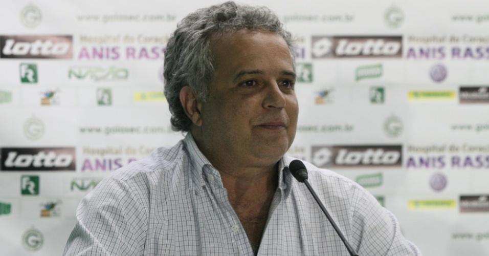 Diretor de futebol do Goiás, Marcelo Segurado, concede entrevista coletiva