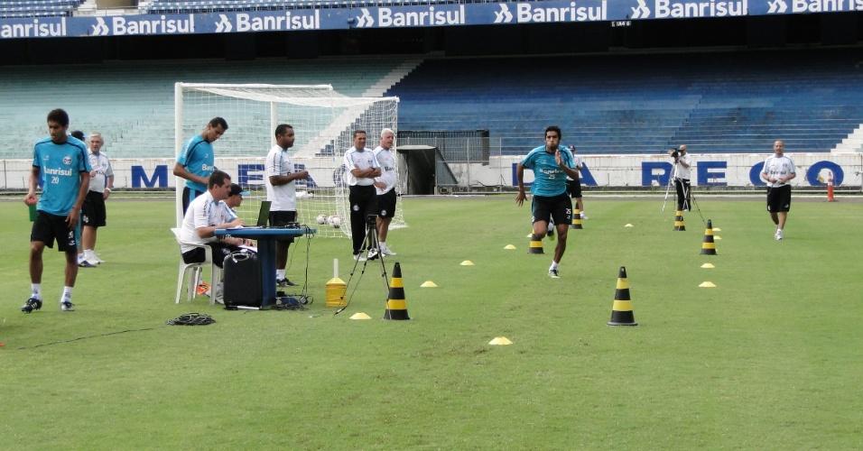 Jogadores do Grêmio realizaram teste de velocidade sob o olhar de Vanderlei Luxemburgo (15/03/2012)