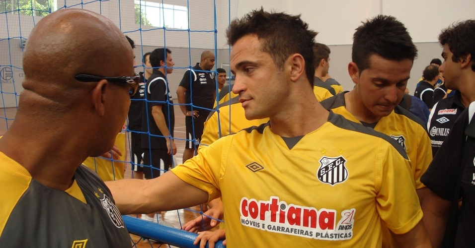 Falcão no primeiro dia treinamentos no time de futsal do Santos