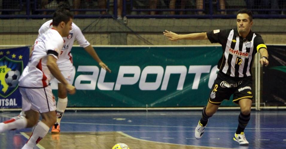Falcão joga sua primeira partida com o Santos pela Liga Futsal em Joinville
