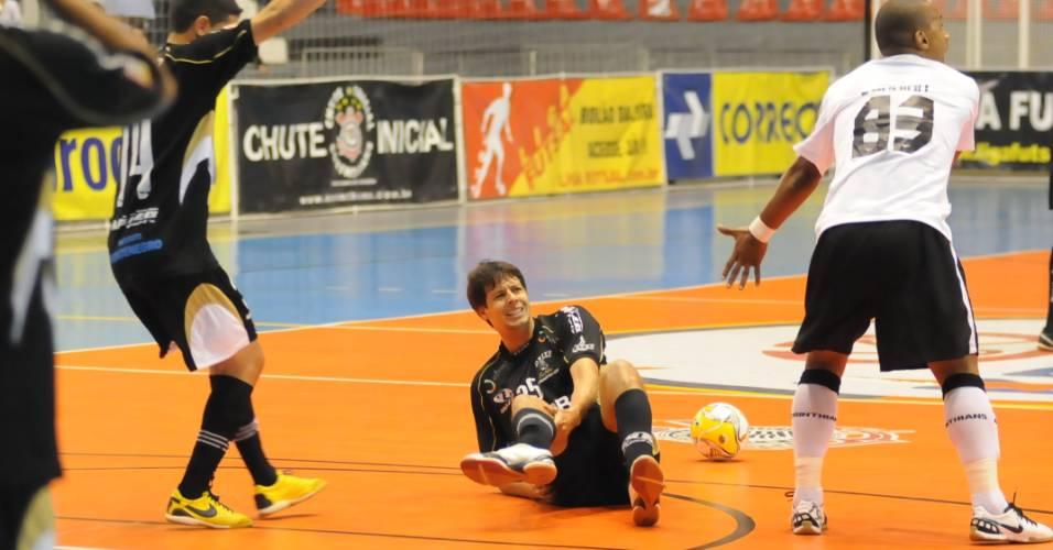 Jogador Mistura, do Peixe/Mazza, sofre grave lesão em partida contra o Corinthians/São Caetano, pela Liga Futsal