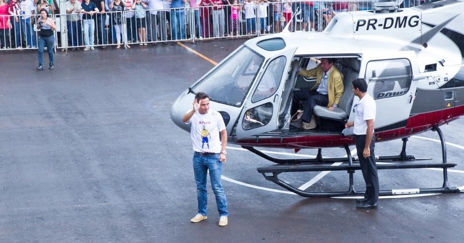 Falcão chegou de helicóptero para encontro com torcedores em Orlândia
