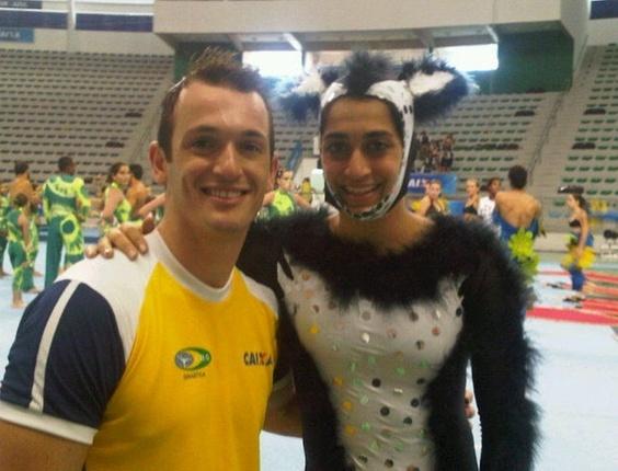 Diego Hypolito posta foto ao lado da irmã, Daniele, que está vestida de loba para evento da CBG