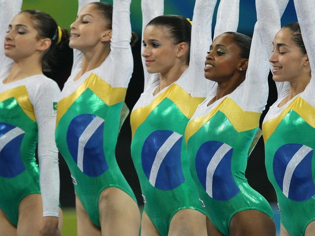 Seleção brasileira de ginástica celebra classificação para final olímpica em Pequim-2008