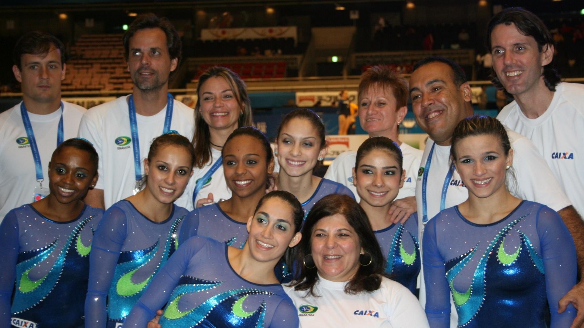Atletas e comissão técnica da seleção brasileira feminina de ginástica que disputa o Mundial do Japão