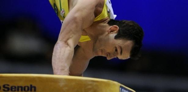 O brasileiro Diego Hypólito durante a sua apresentação no salto no Mundial em Tóquio (09/10/11)