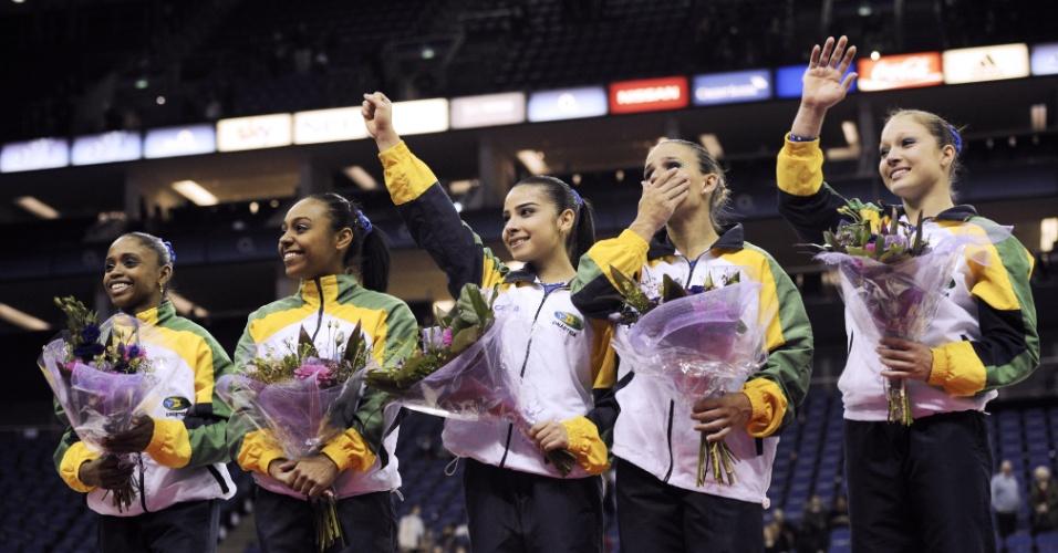 Equipe brasileira de ginástica comemora a classificação para a Olimpíada de Londres-2012 (11/01/2012)