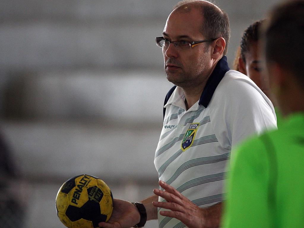 Treinador dinamarquês Morten Soubak aprovou o desempenho contra a Suécia