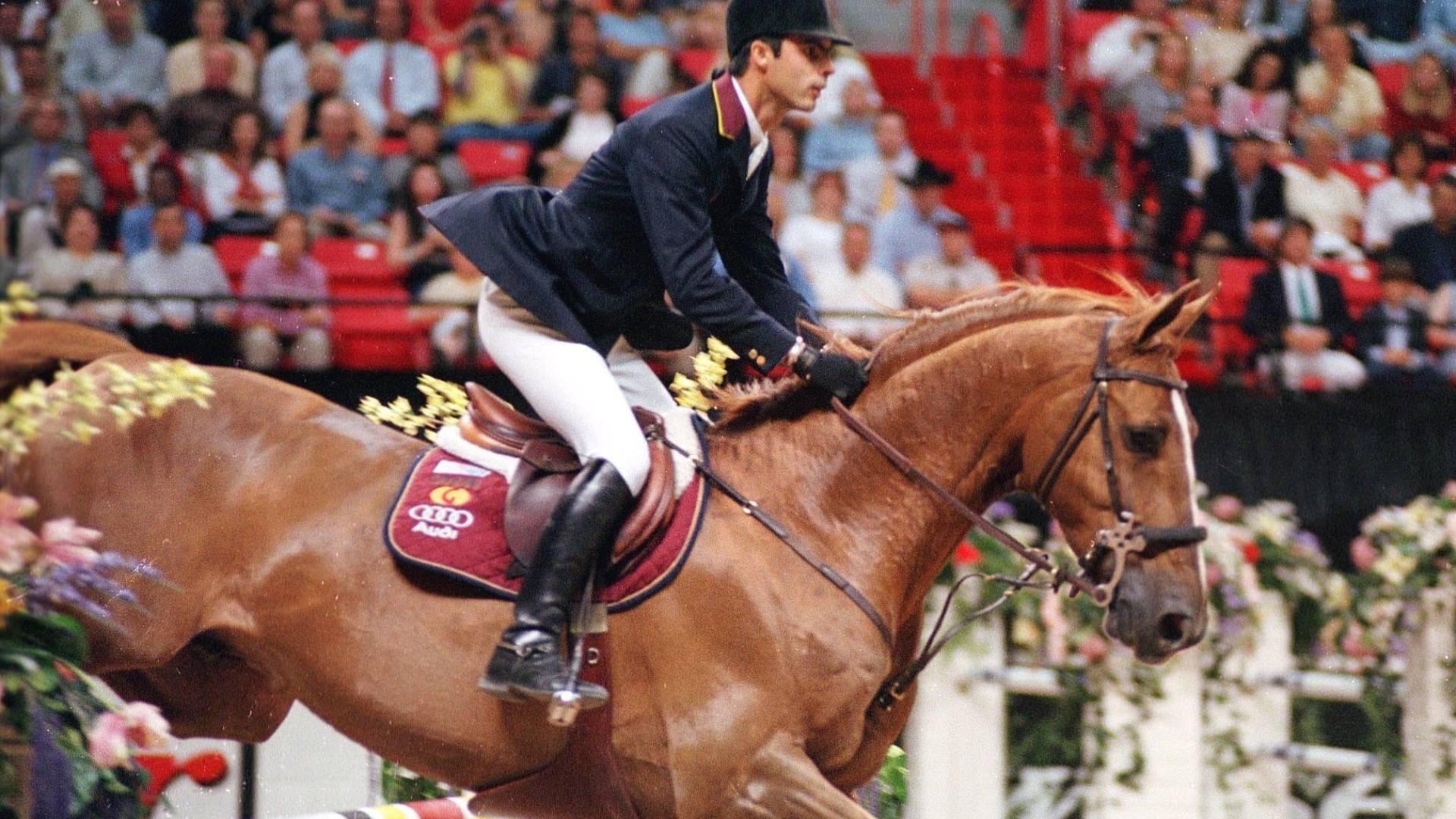 Conjunto de Rodrigo Pessoa e o cavalo Baloubet du Rouet conquista a Copa do Mundo de hipismo (23/04/2000)