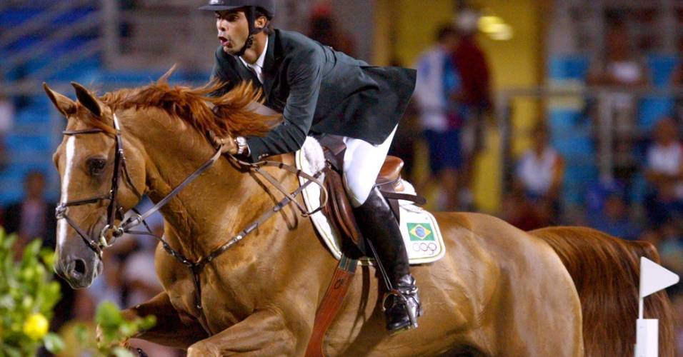 Rodrigo Pessoa conquista a medalha de ouro nos Jogos Olímpicos de Atenas-2004 montando Baloubet du Rouet (27/08/2004)